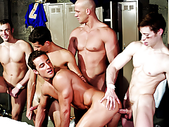 Not To Miss! A Big Circle Of Jerking Men, Becoming An Orgy!