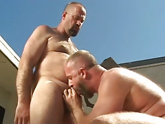 Mature gay guy sucks his bear boyfriend outdoor